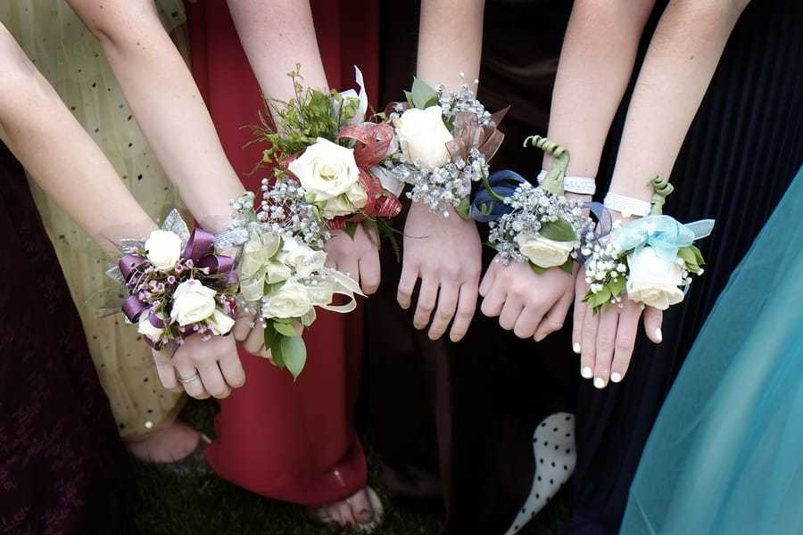 Girls-with-Corsage-Flowers-for-129122753.jpg